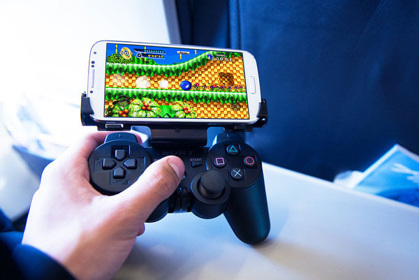 GameKlip-Galaxy-S4-gaming-controller